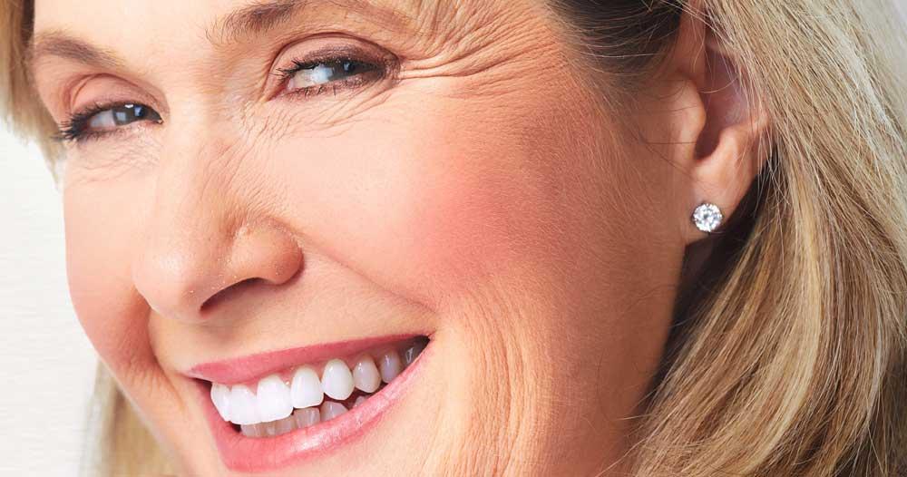Dental Bonding vs Porcelain Veneers